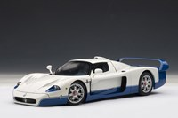 1:18 AUTOART MASERATI MC12 ROAD CAR