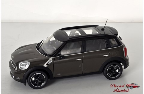 1:18 NOREV MINI COOPER S COUNTRYMAN